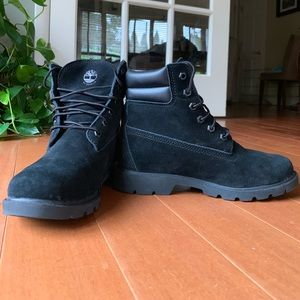 Black leather Timberland boots